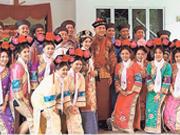 城里人真会玩 大马名将陈文宏结婚着清朝宫廷服装