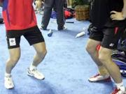 羽毛球膝关节运动伤害预防方法:静蹲