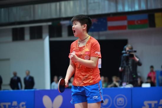 孙颖莎首战乒乓球世青赛 斩获女团女双女单3项冠军